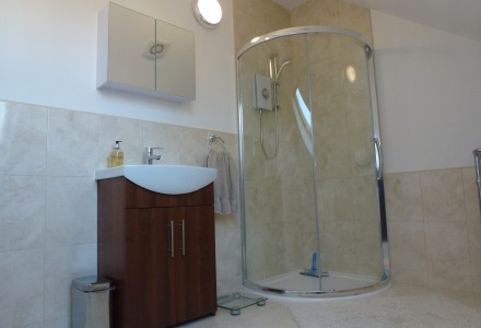 Cormer Shower Screen