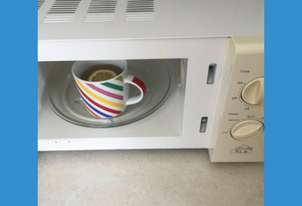 Clean your microwave using lemon and vinegar